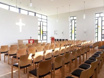 Innenansicht Gottesdienstraum, ev. Luth Kirchengemeinde Uffeln. PODUFAL - WIEHOFSKY, Architekten, Ingenieure, Generalplanung.