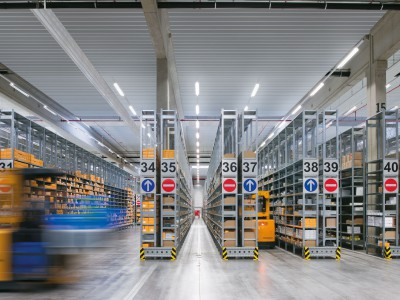 Podufal - Wiehofsky Architekten Ingenieure Generalplanung Regallager mit Gabelstapler Industriebau Parker Hannifin