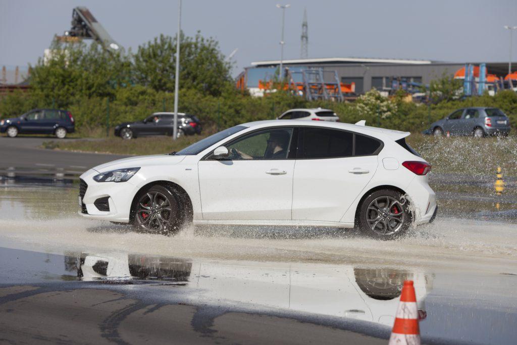 Fahrsicherheitstraining PODUFAL-WIEHOFSKY beim ADAC, Auto schleudert nach simuliertem Heckausbruch